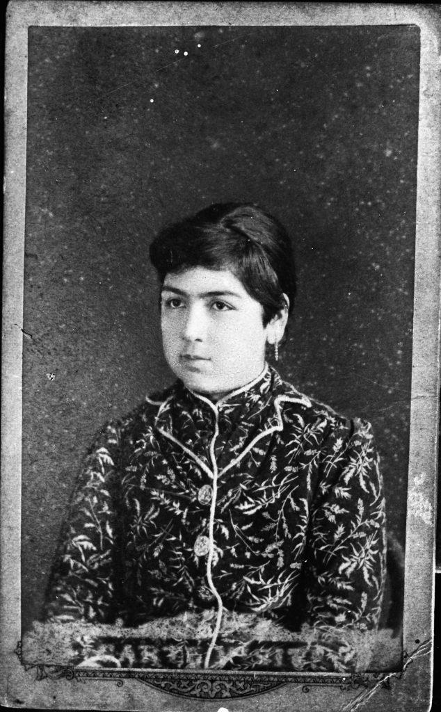 18 Sekerci Cemil Bey'in eşi Fatma Aliye