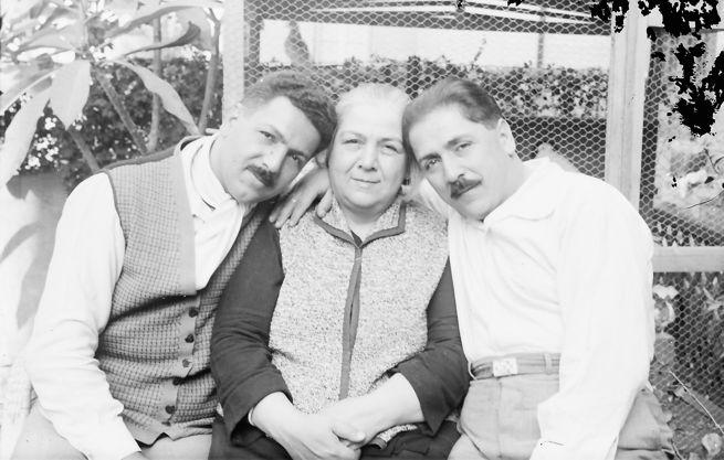 28 Mehmet Nurettin ve Mehmet Ali anneleri ile