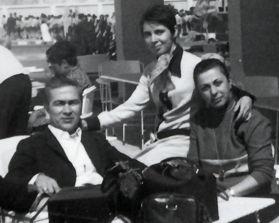 54 Mehmet Ali Bey'in buyuk oglu Nedret Cemil Salungan, esi Aysen Salungan, Hasan Tahsin'in kizi Leyla Baspehlivan ve arkadaslari